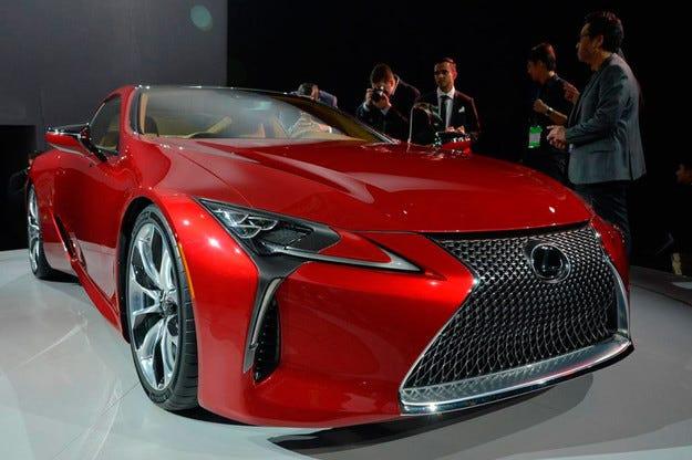 Lexus разкри нов флагмански спортен модел в Детройт