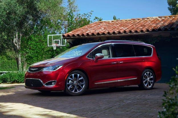 Стилна премиера на обновения миниван Chrysler Pacifica