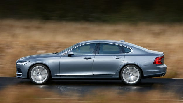 Новият седан Volvo S90 ще има и удължена версия