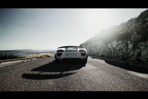 19 автомобила Porsche 918 Spyder прекосиха Алпите