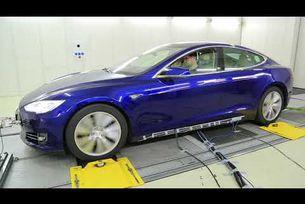 Magna тества Tesla Model S  с три електромотора