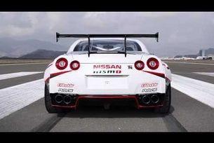 Nissan GT-R подобрява рекорд на Гинес за дрифт при скорост от 304.96 км/ч