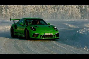 Porsche 911 GT3 RS дрифтира на Полярния кръг