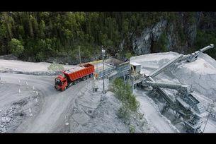 Автономни камиони Volvo Trucks превозват варовик