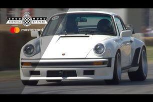 Porsche 930 TAG Turbo дефилира на пистата в Гудууд