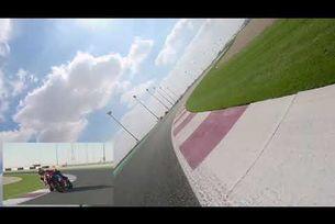 Алекс Полита споделя мнението си по време на обиколка на Катар с новия CBR1000RR R