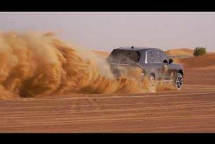 Rolls-Royce Cullinan из пустинята